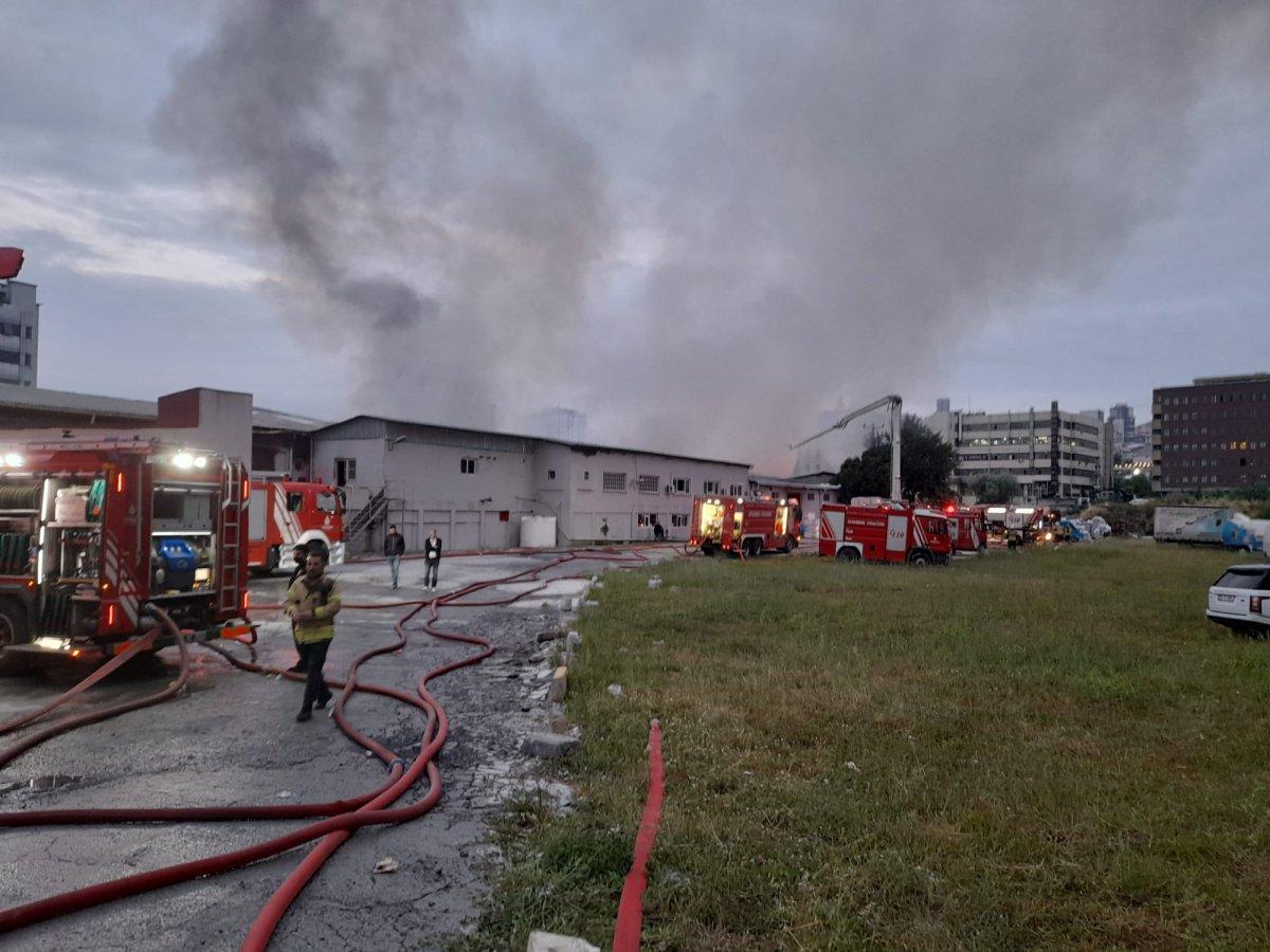 Küçükçekmece de kağıt ambalaj fabrikasında yangın #5