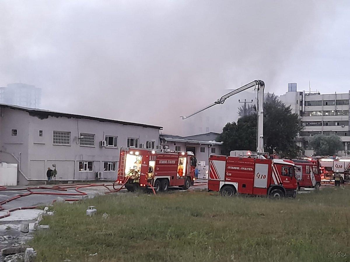 Küçükçekmece de kağıt ambalaj fabrikasında yangın #4