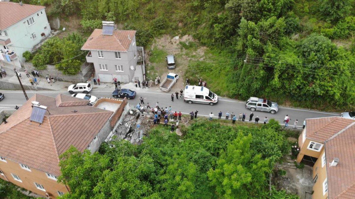 Zonguldak ta bir kişi, yıkım yaparken duvarın altında kaldı #3