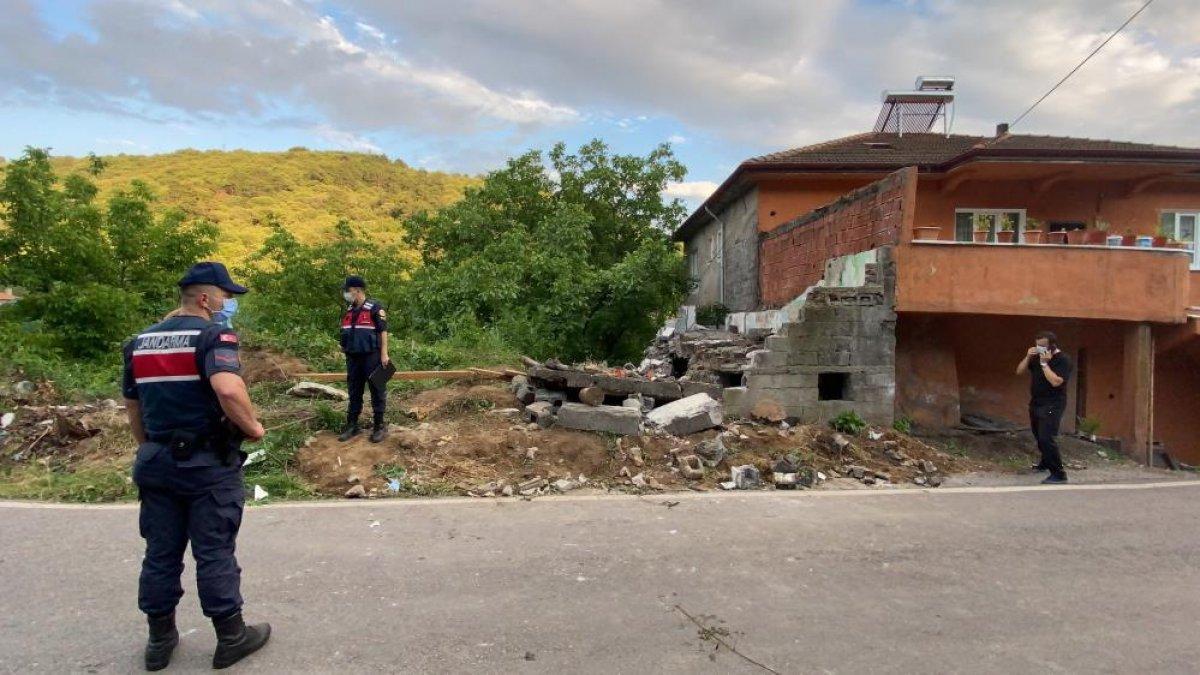 Zonguldak ta bir kişi, yıkım yaparken duvarın altında kaldı #5