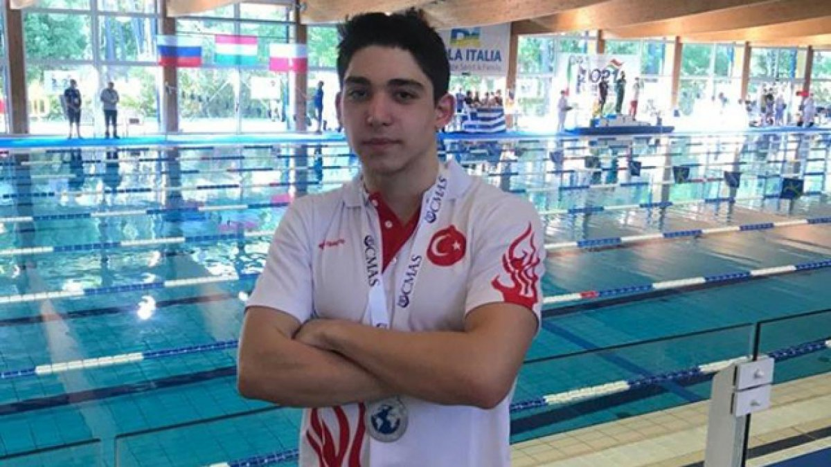 Paletli yüzmede Kaan Kahraman, dünya ikincisi oldu #1