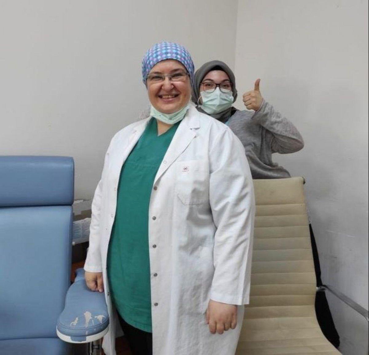 Fahrettin Koca, 40 milyonuncu aşıyı yapan doktoru paylaştı #1