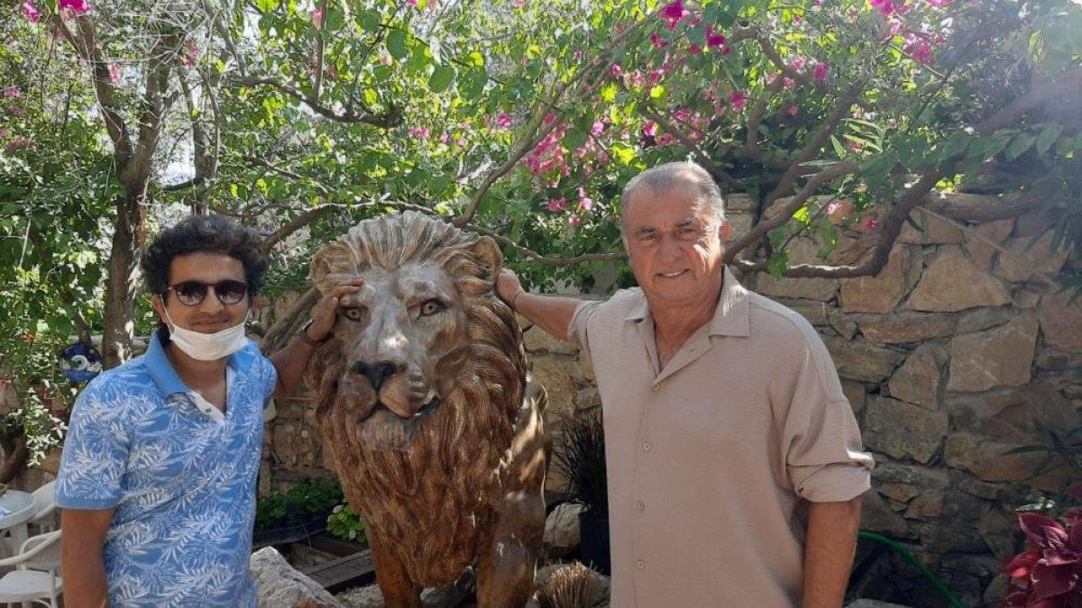 Fatih Terim evine aslan heykeli yaptırdı #1