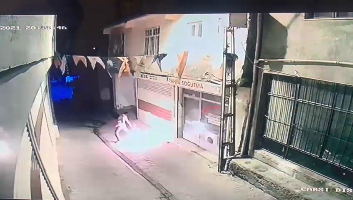 Diyarbakır da, AK Parti Hani ilçe binasına molotoflu saldırı #1