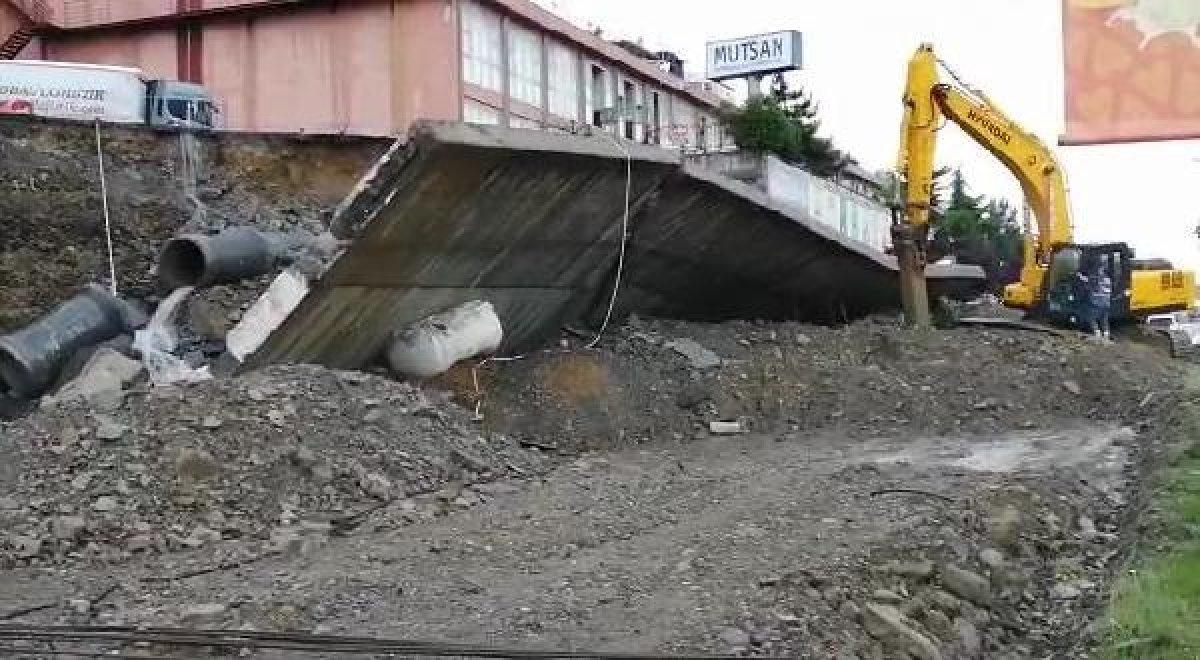 İstanbul da sağanak yağış etkili oluyor: Cadde ve sokaklar göle döndü  #6
