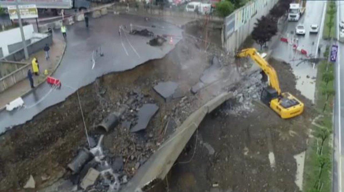 İstanbul da sağanak yağış etkili oluyor: Cadde ve sokaklar göle döndü  #4