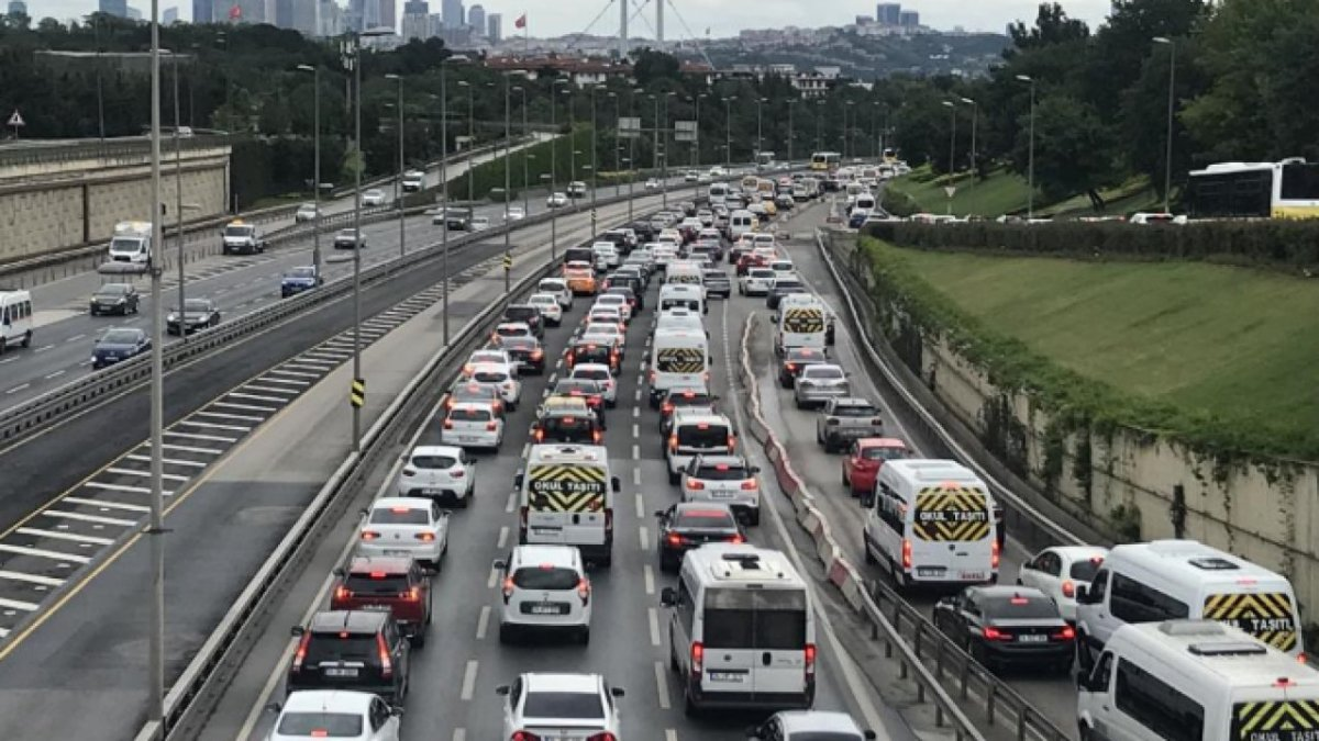 İstanbul da trafik yoğunluğu yüzde 76 ya ulaştı #2