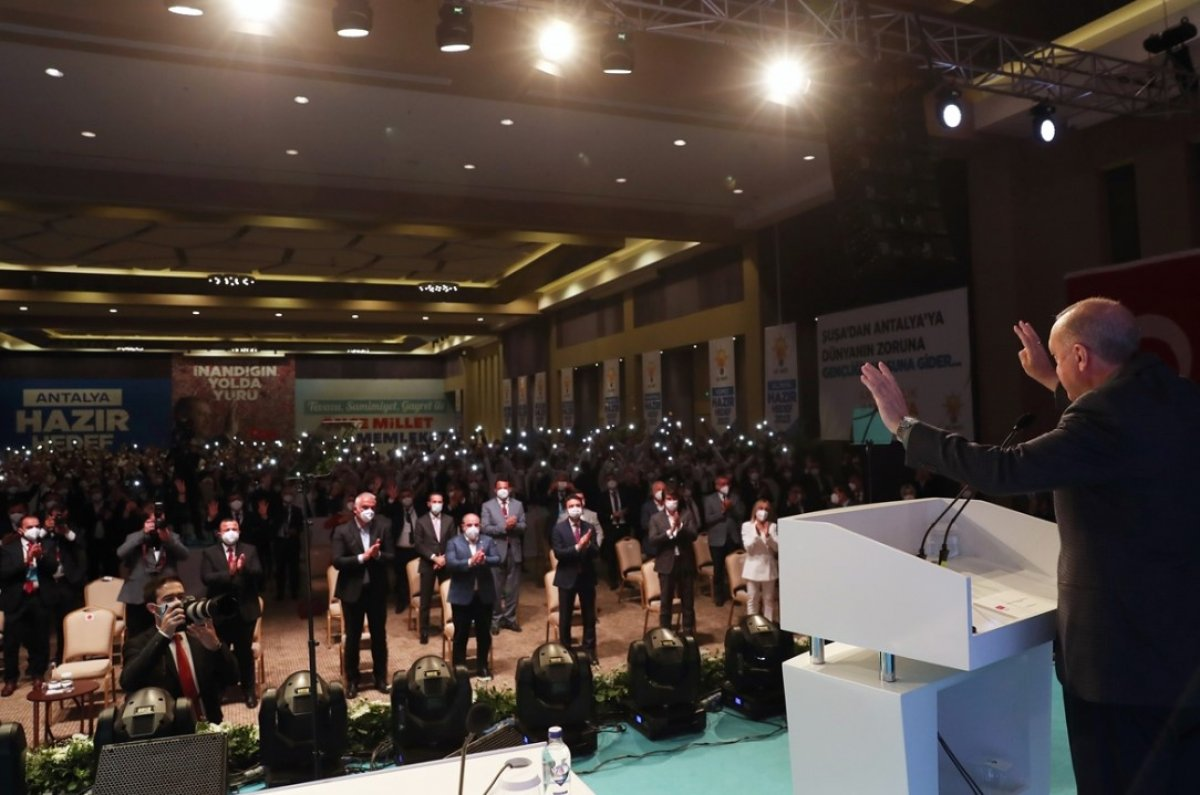 Cumhurbaşkanı Erdoğan Antalya da partililerle birlikte şarkı söyledi #1