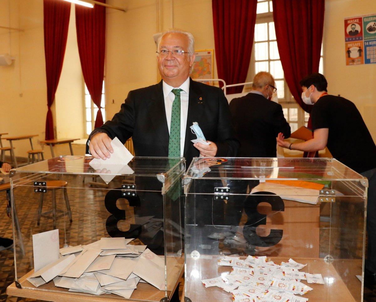Galatasaray da seçim kuyruğu İstiklal Caddesi ne taştı #3