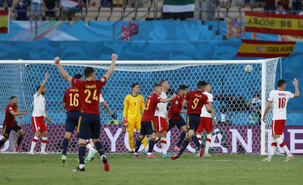 İspanya, Polonya ile berabere kaldı #4