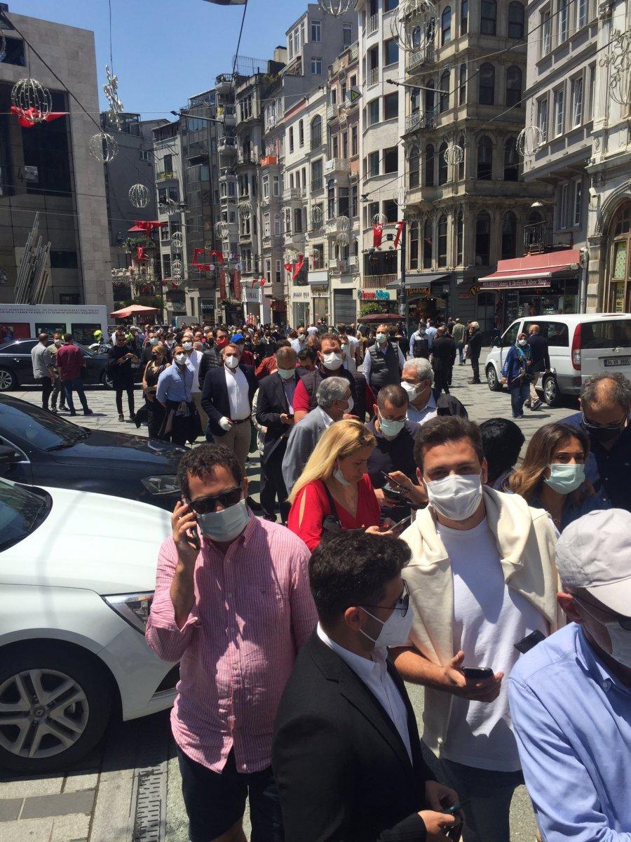 Galatasaray da seçim kuyruğu İstiklal Caddesi ne taştı #1