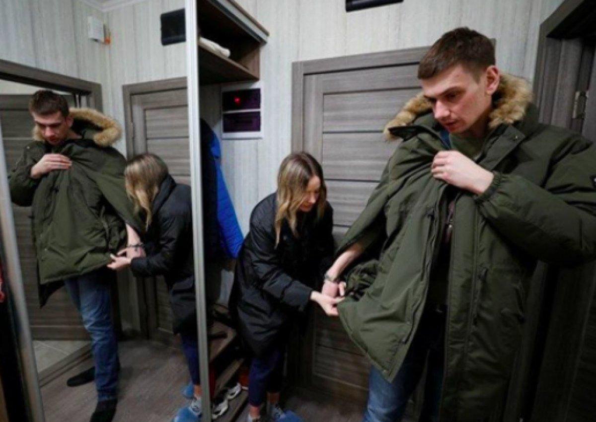 Ukrayna da ayrılmamak için kendilerini birbirlerine kelepçeleyen çift ilişkilerini bitirdiler #10
