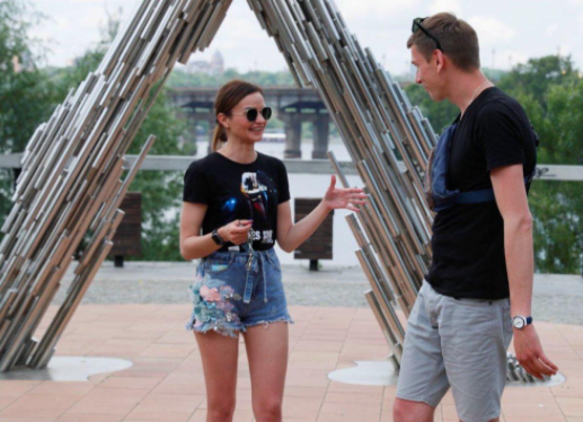 Ukrayna da ayrılmamak için kendilerini birbirlerine kelepçeleyen çift ilişkilerini bitirdiler #6