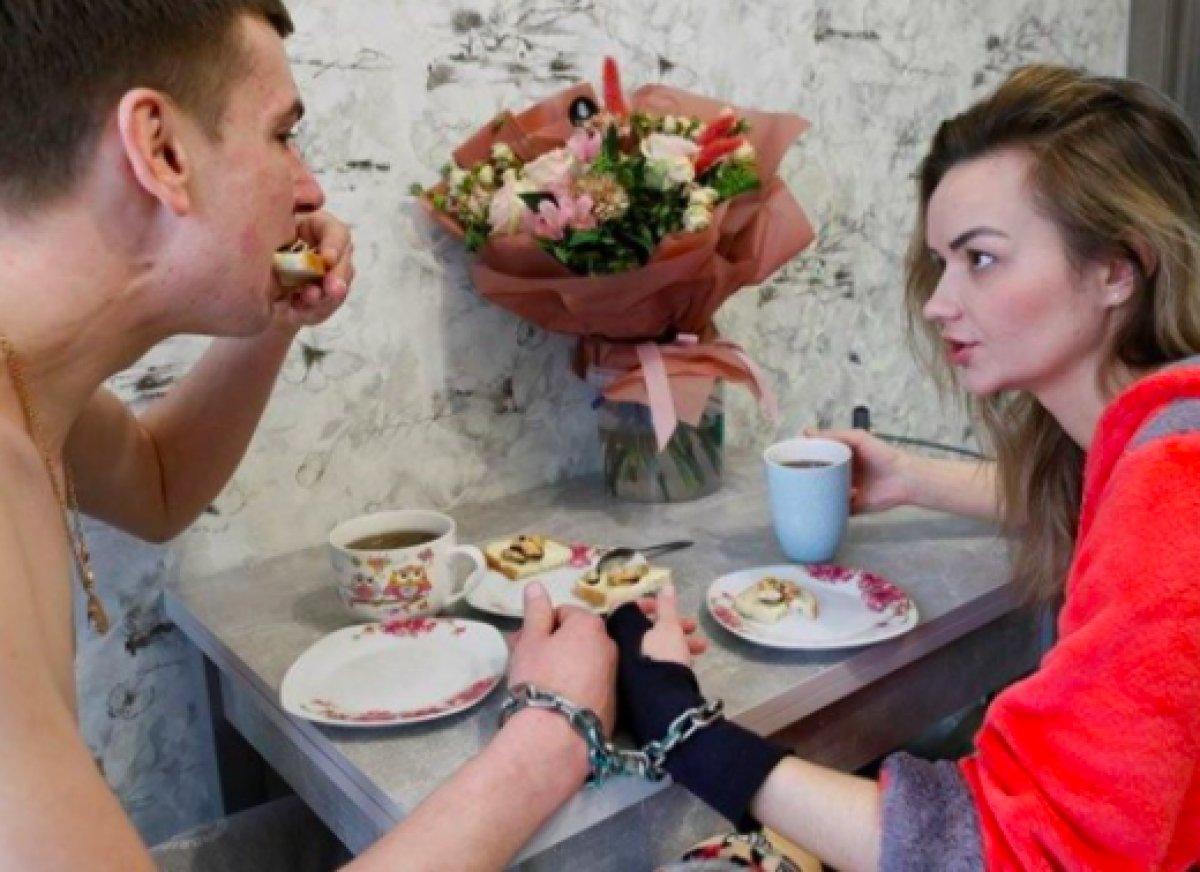 Ukrayna da ayrılmamak için kendilerini birbirlerine kelepçeleyen çift ilişkilerini bitirdiler #7