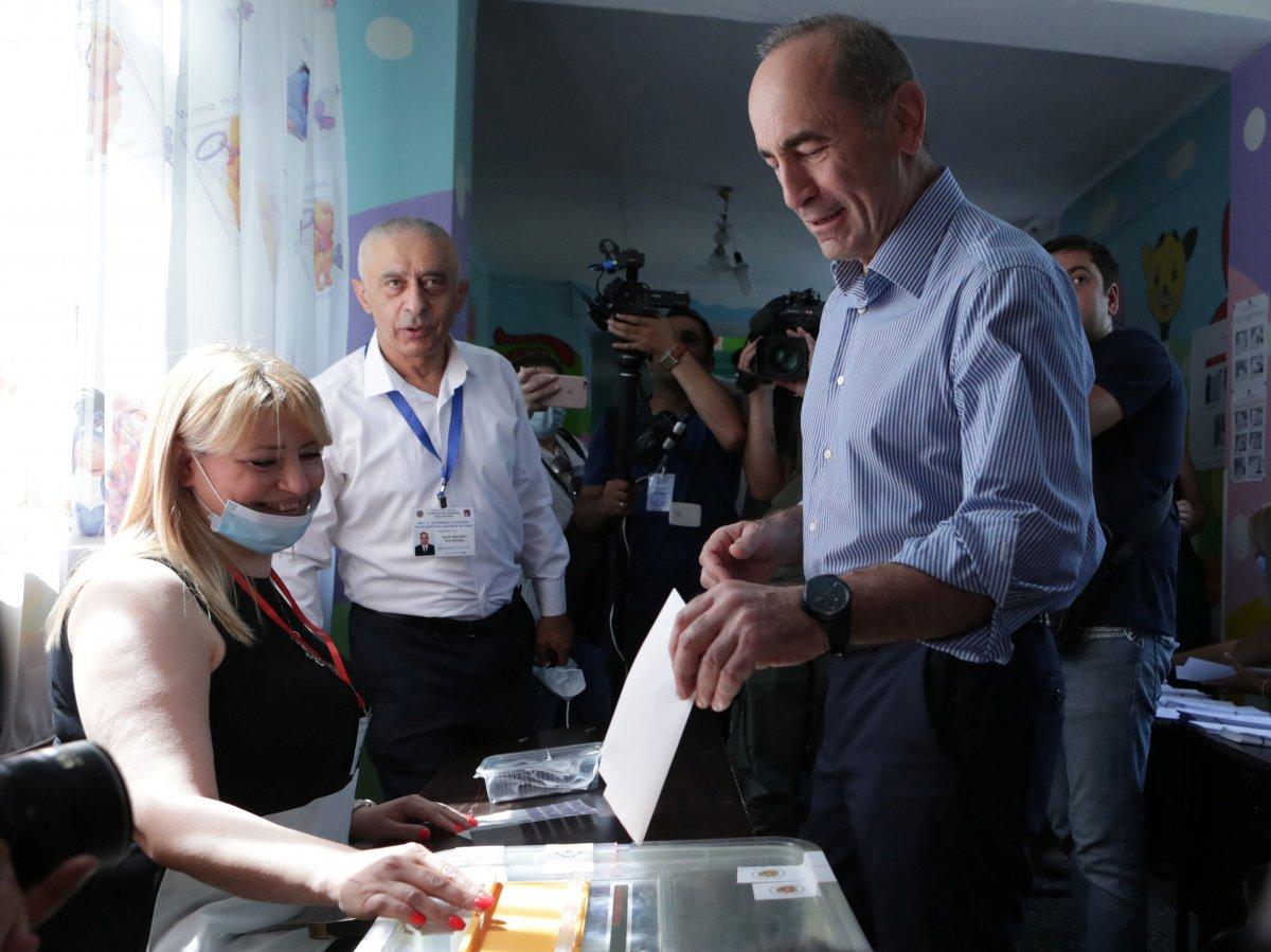 Ermenistan da halk, erken seçim için sandık başında #3