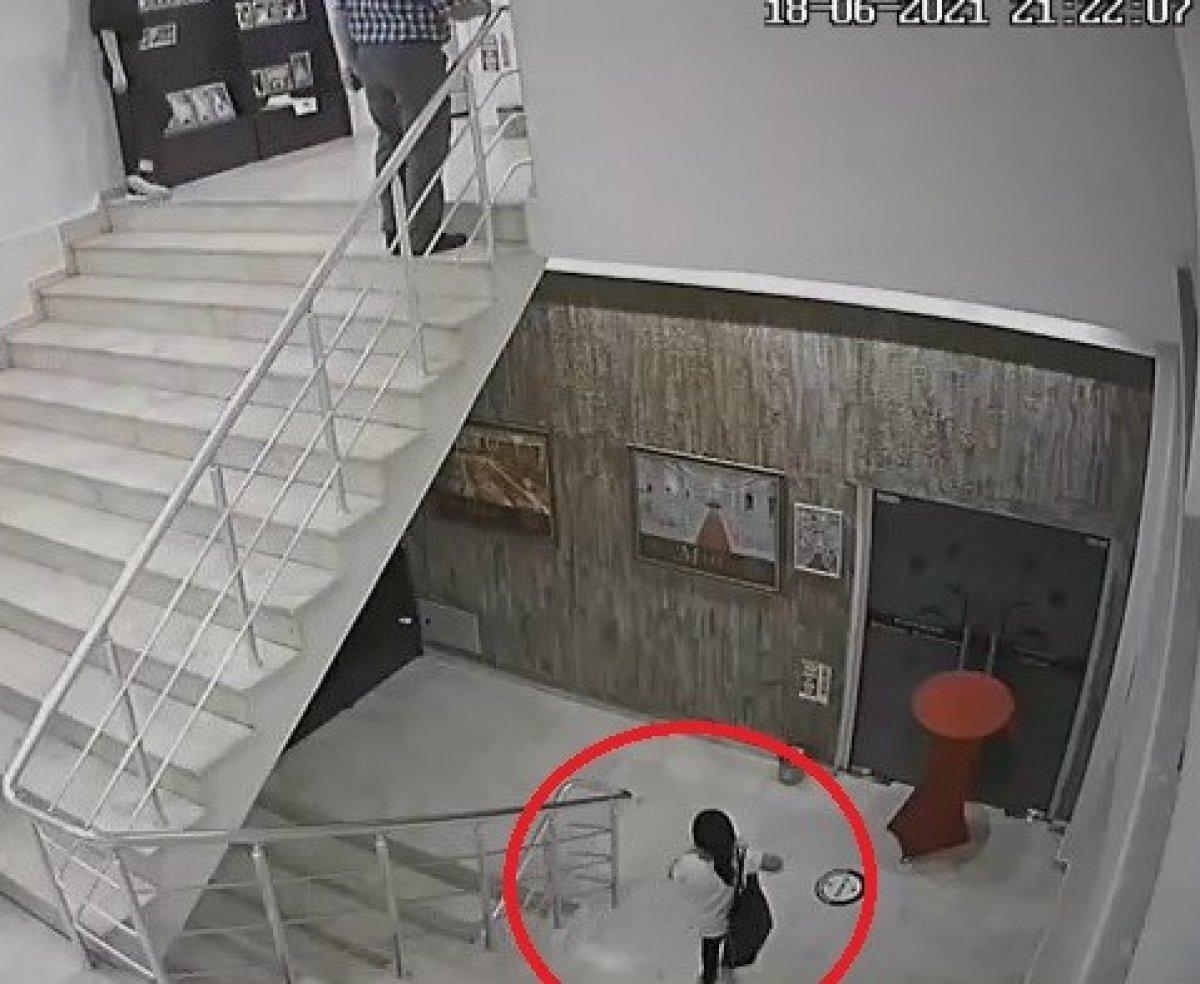 Bursa'da küçük kızın düğün salonundaki hırsızlık anları kamerada #5