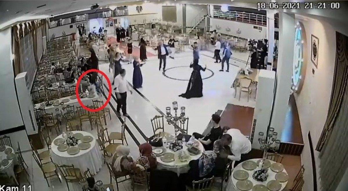 Bursa'da küçük kızın düğün salonundaki hırsızlık anları kamerada #2