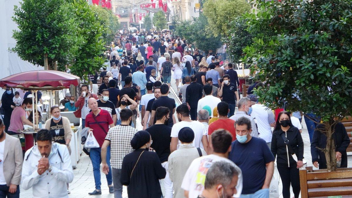 İstiklal Caddesi nde sokağa çıkma kısıtlaması unutuldu #1