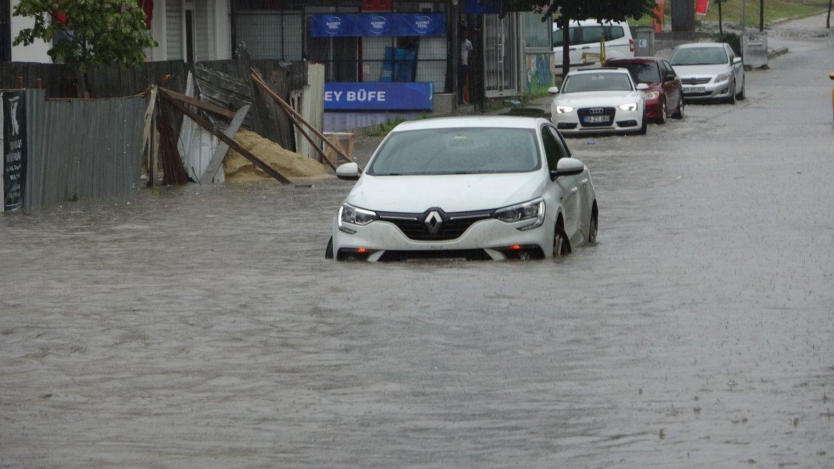 Tekirdağ da caddeler suyla doldu, araçlar mahsur kaldı #4