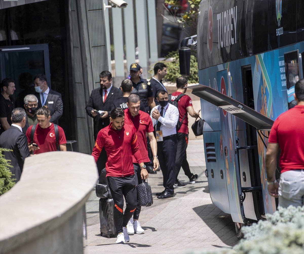 A Milli Futbol Takımı, Bakü de kaldığı otelden ayrıldı #2