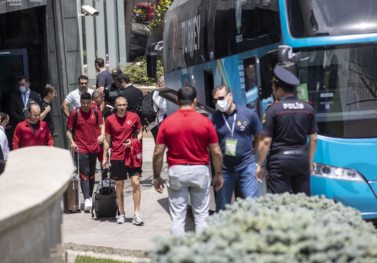 A Milli Futbol Takımı, Bakü de kaldığı otelden ayrıldı #4