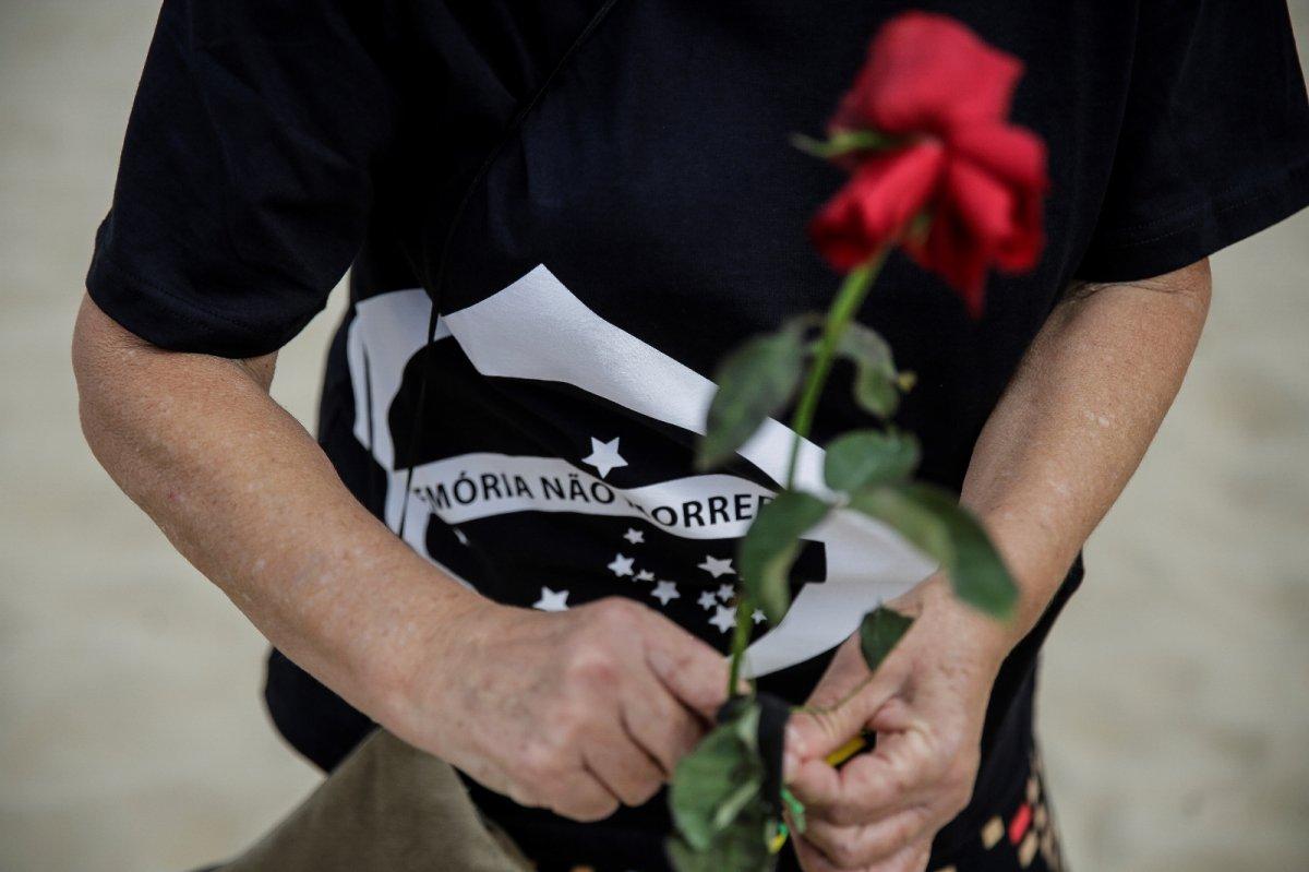 Copacabana Plajı'na koronavirüsten ölenlerin anısına 500 gül dikildi #2