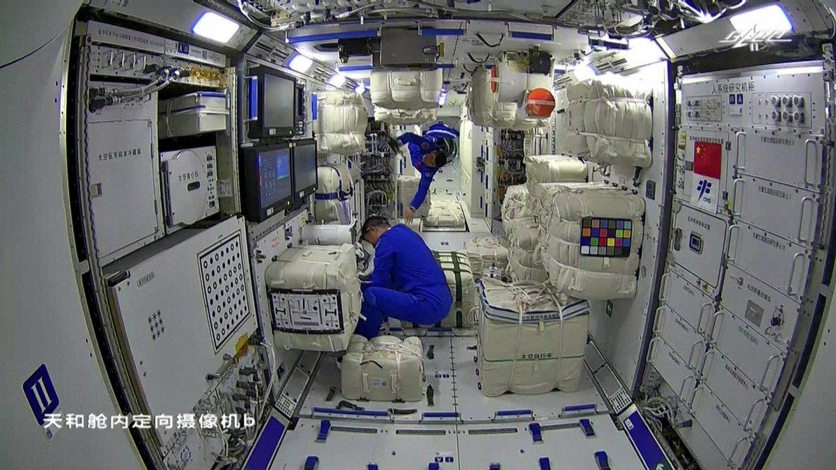 Çinli astronotlar, ikinci kez uzay yürüyüşünde #3