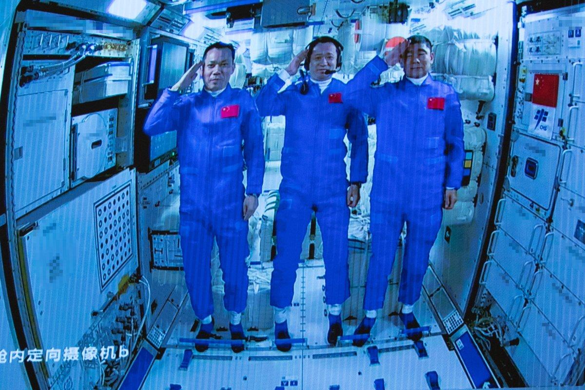 Çinliler, kendi istasyonlarında ilk uzay yürüyüşünü yaptı #2