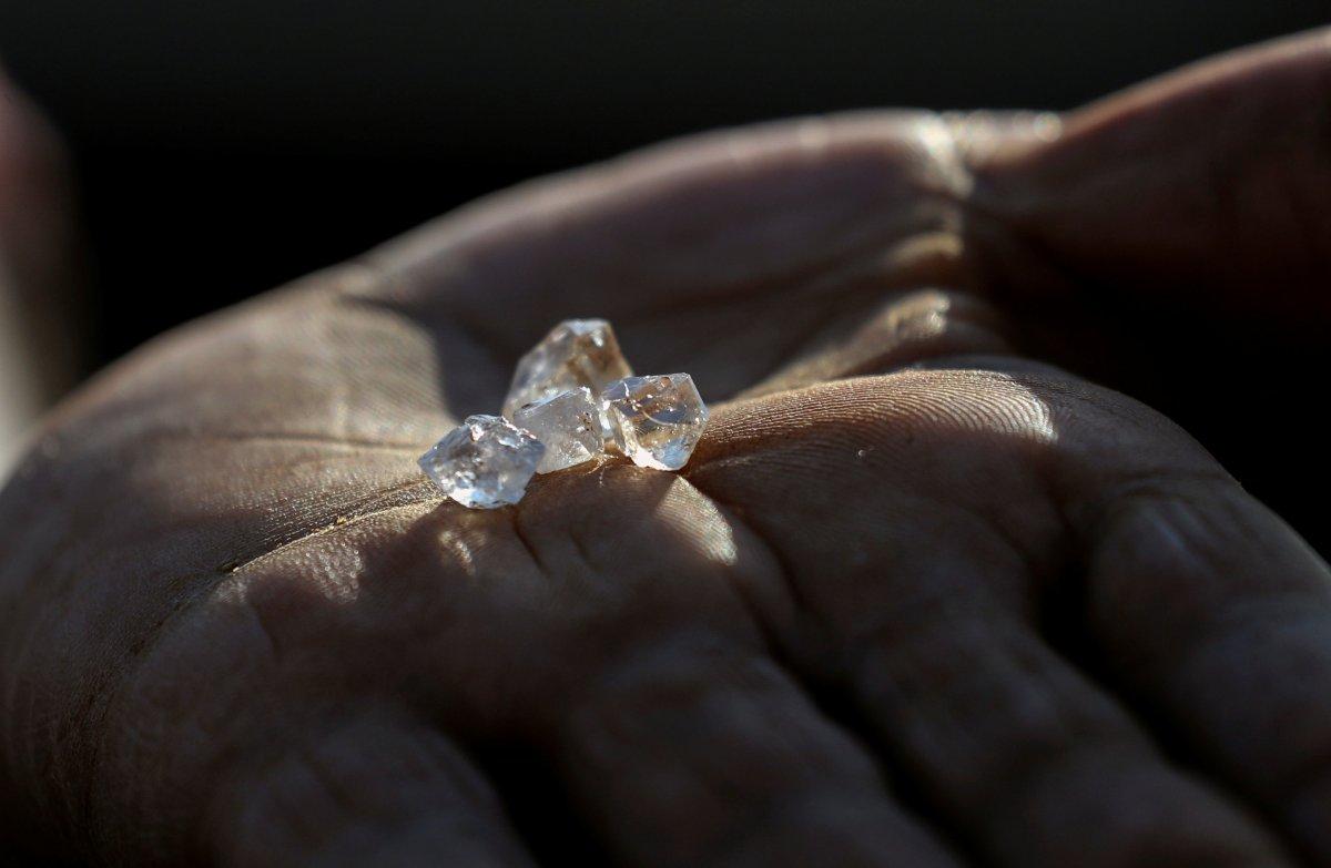 Güney Afrika da keşfedilen taşların kuvars kristalleri olduğu belirlendi #4