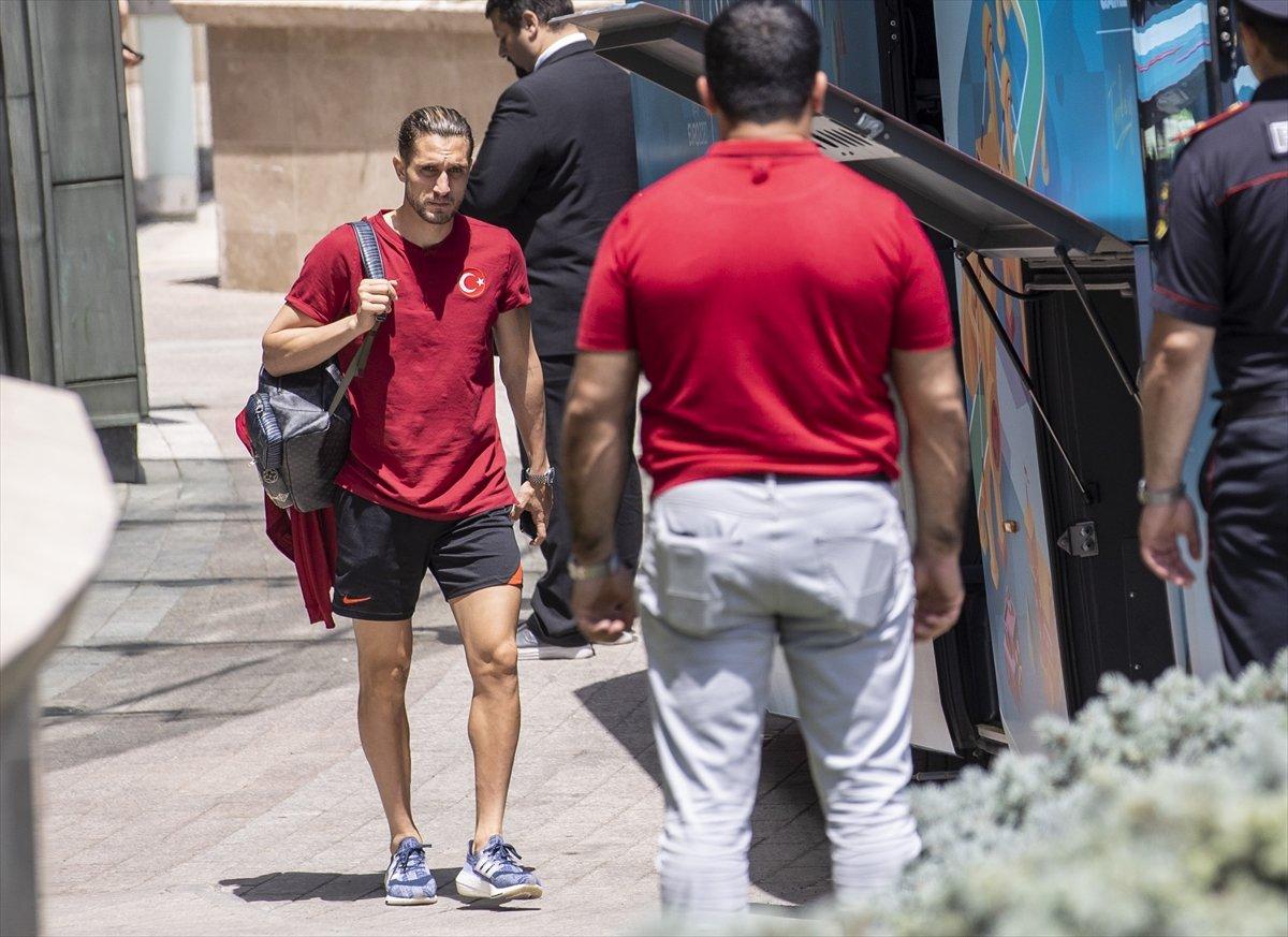 A Milli Futbol Takımı, Bakü de kaldığı otelden ayrıldı #1