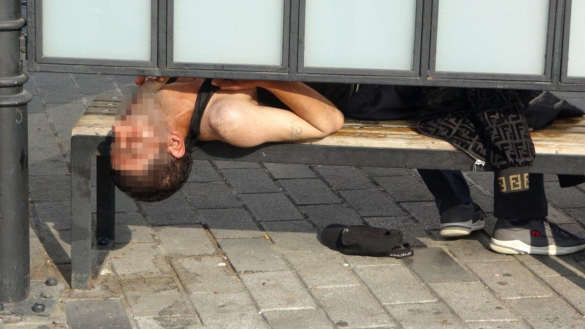 Taksim de tramvay durağında uyuşturucu krizine girdi #4