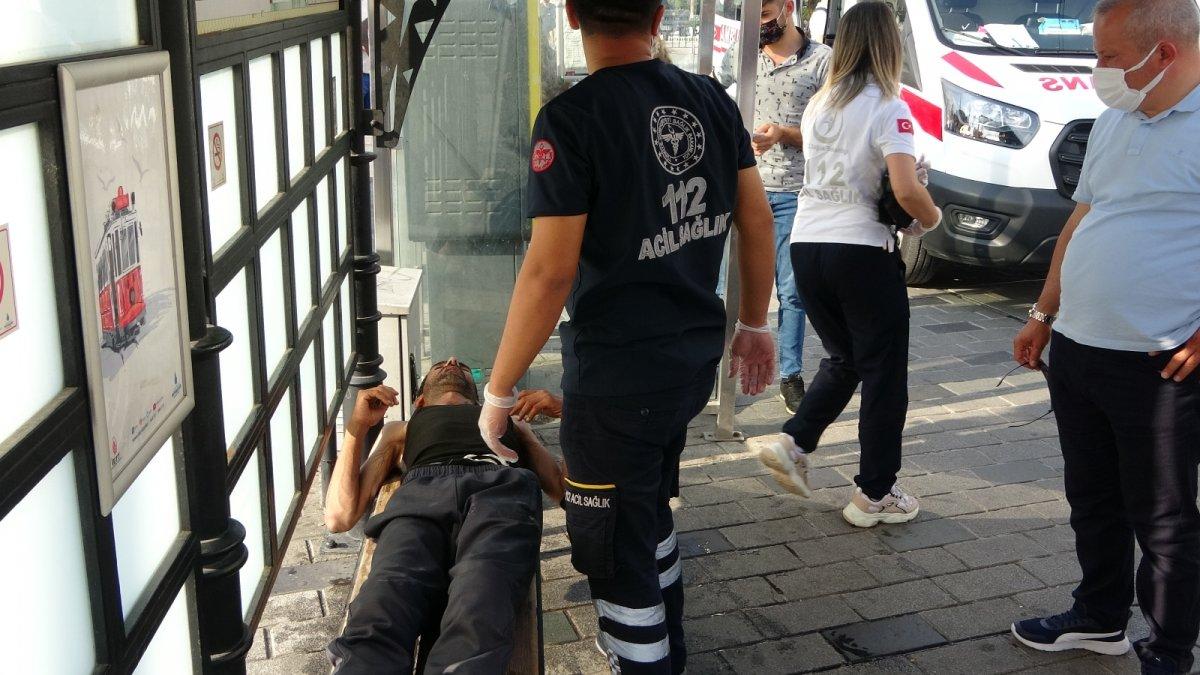 Taksim de tramvay durağında uyuşturucu krizine girdi #2