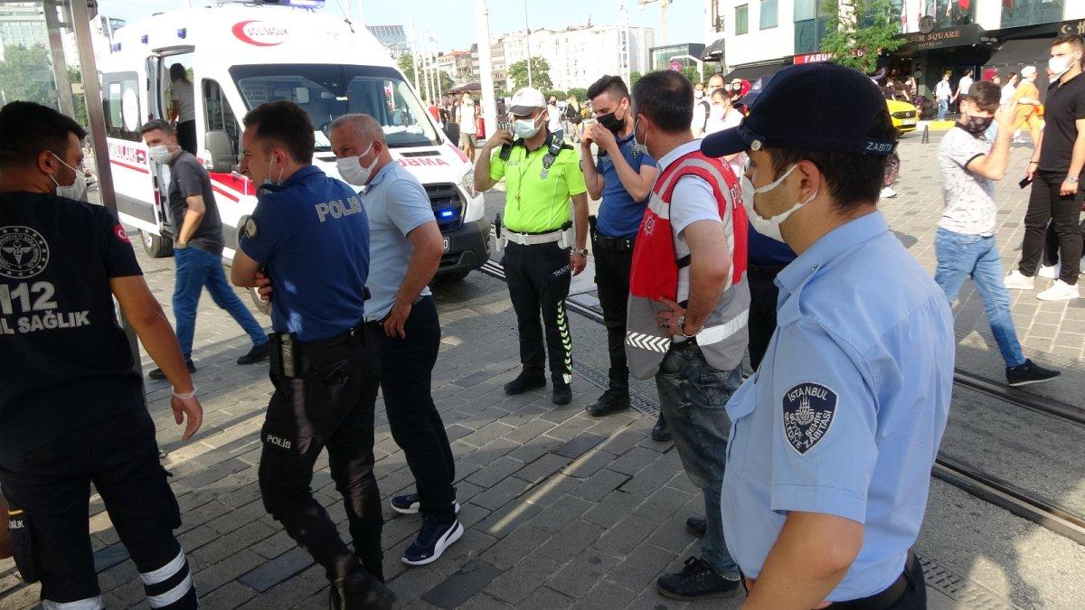 Taksim de tramvay durağında uyuşturucu krizine girdi #3
