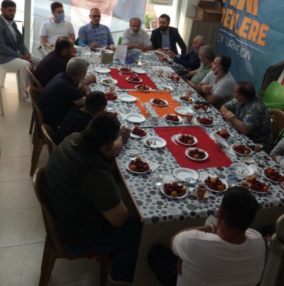 Türk bayrağı üzerinde yemek yenilmesine sert tepki #2