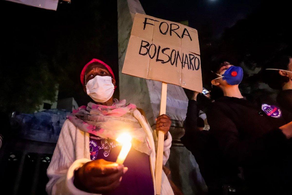 Brezilya'da koronavirüsten ölenler anılıyor #1