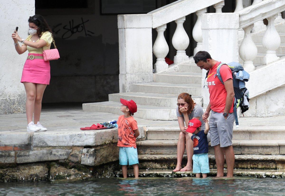 İtalya da açık alanda maske zorunluluğu kalkıyor #1