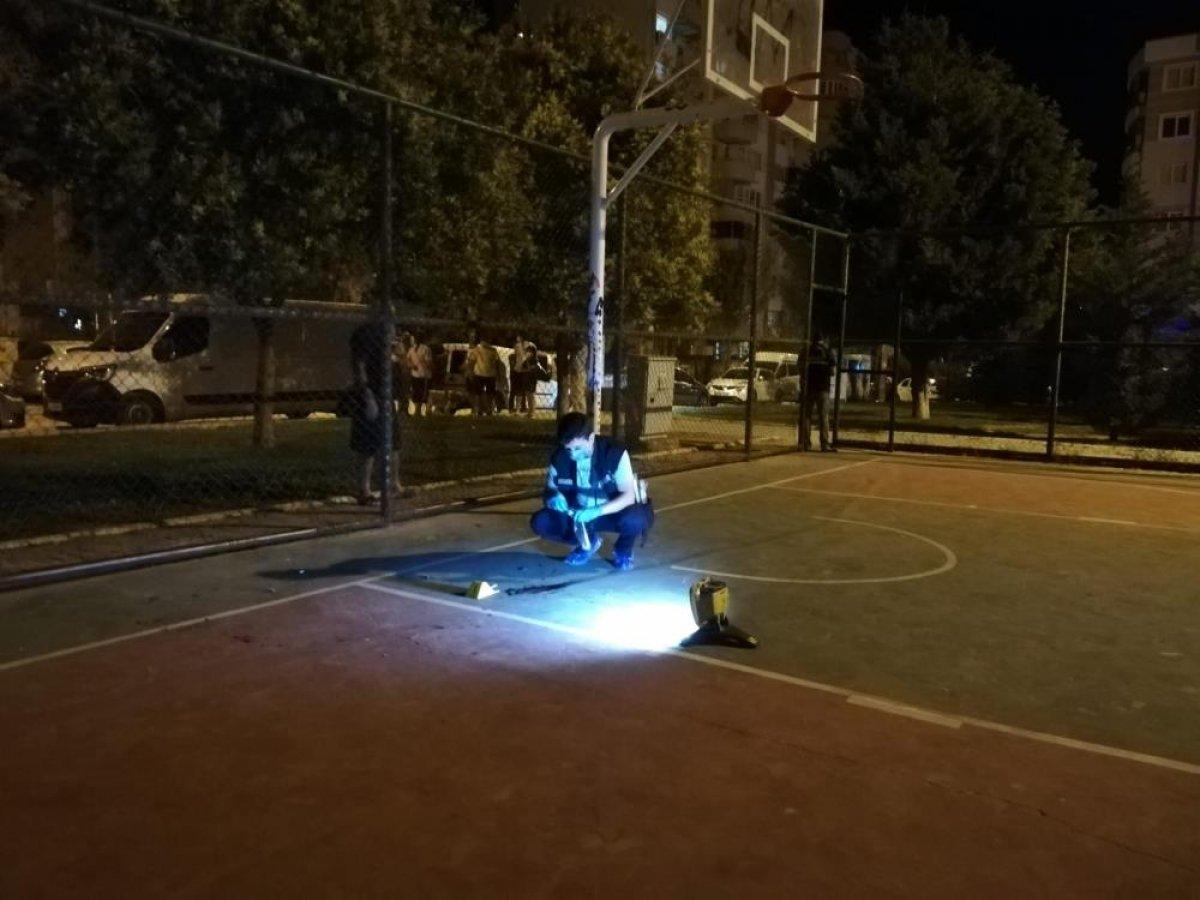 İzmir'de 15 yaşındaki çocuk, kendisini ikaz eden polisi bıçakladı #2