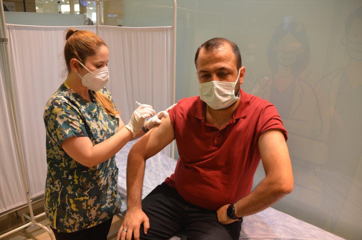 Fahrettin Koca: 1 milyon 195 bin 426 doz aşı daha yapıldı #1