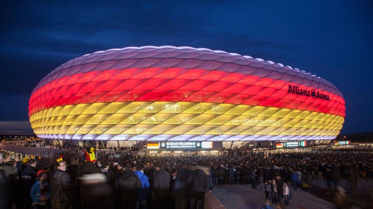 UEFA, Allianz Arena nın gökkuşağı ışıklandırmasına izin vermedi #1