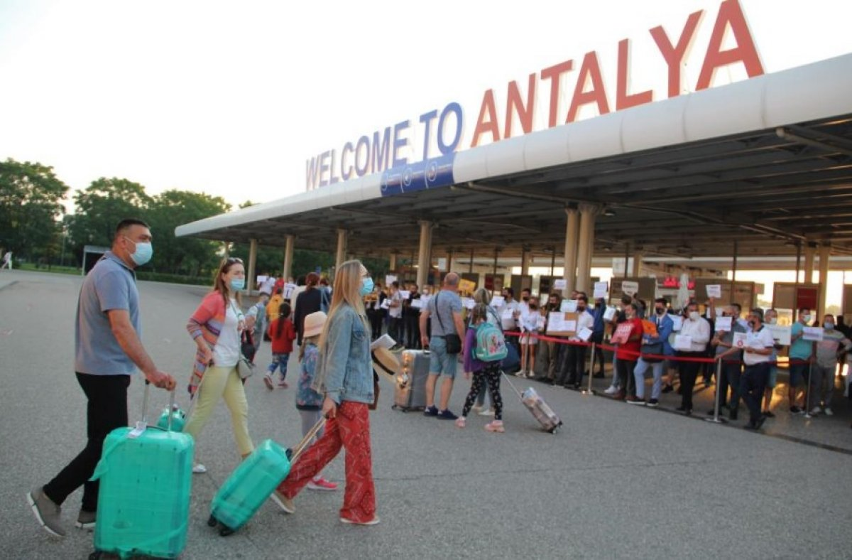 İlk Rus turist kafilesi Antalya da #1