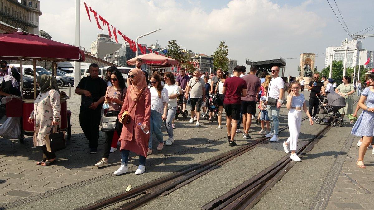 Taksim de pandemi öncesini aratmayan yoğunluk #3