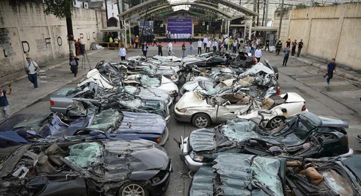 Filipinler de 1,2 milyon değerinde 21 kaçak lüks araç imha edildi #4
