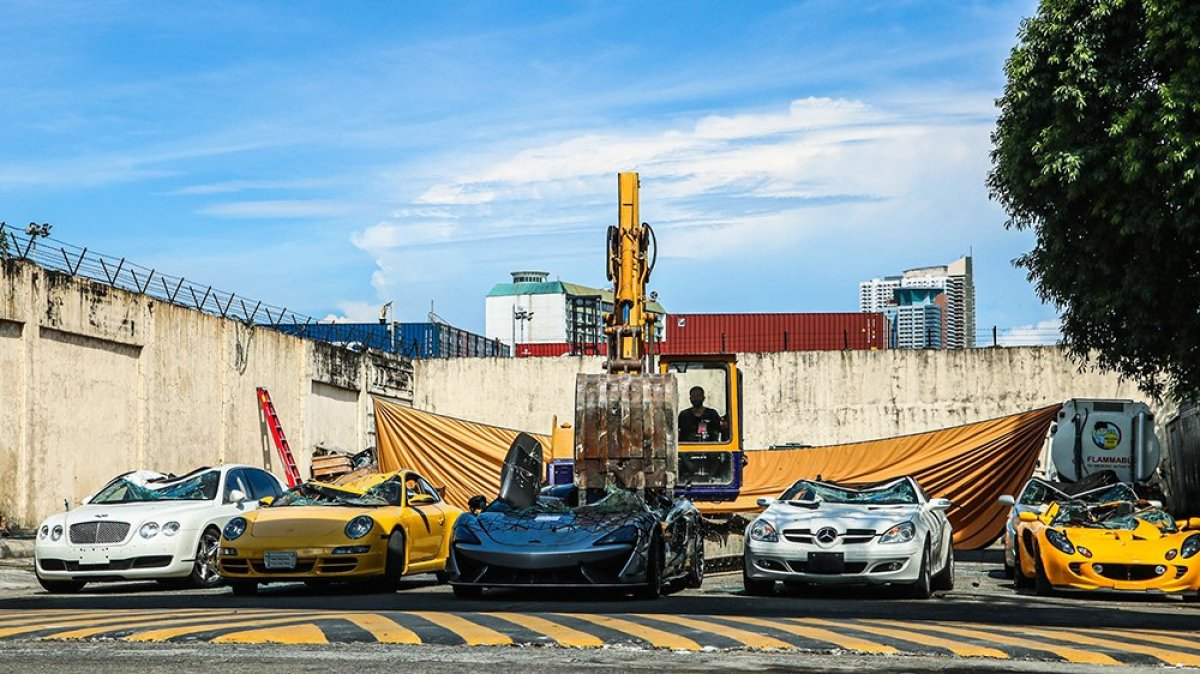 Filipinler de 1,2 milyon değerinde 21 kaçak lüks araç imha edildi #1