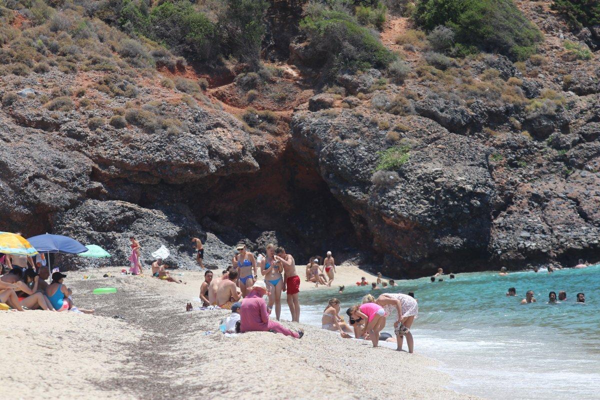 Antalya plajları normale döndü #13