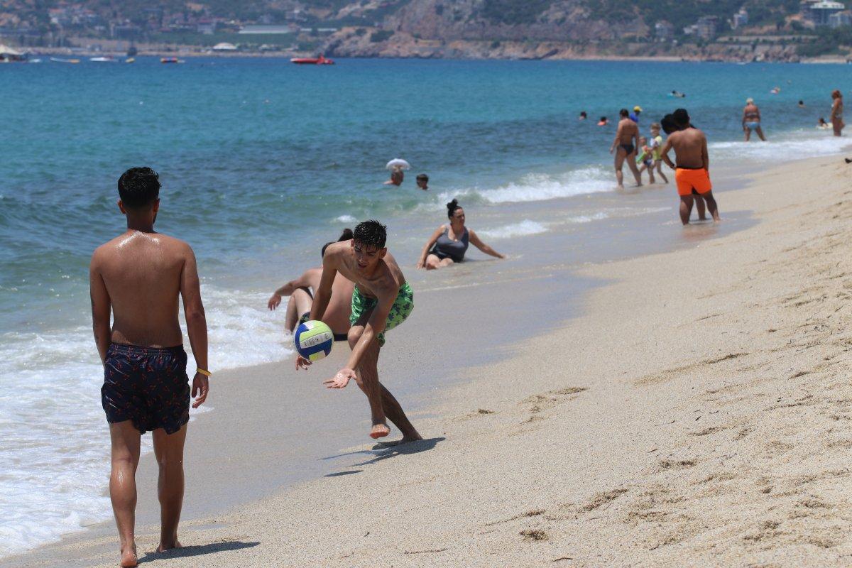 Antalya plajları normale döndü #14