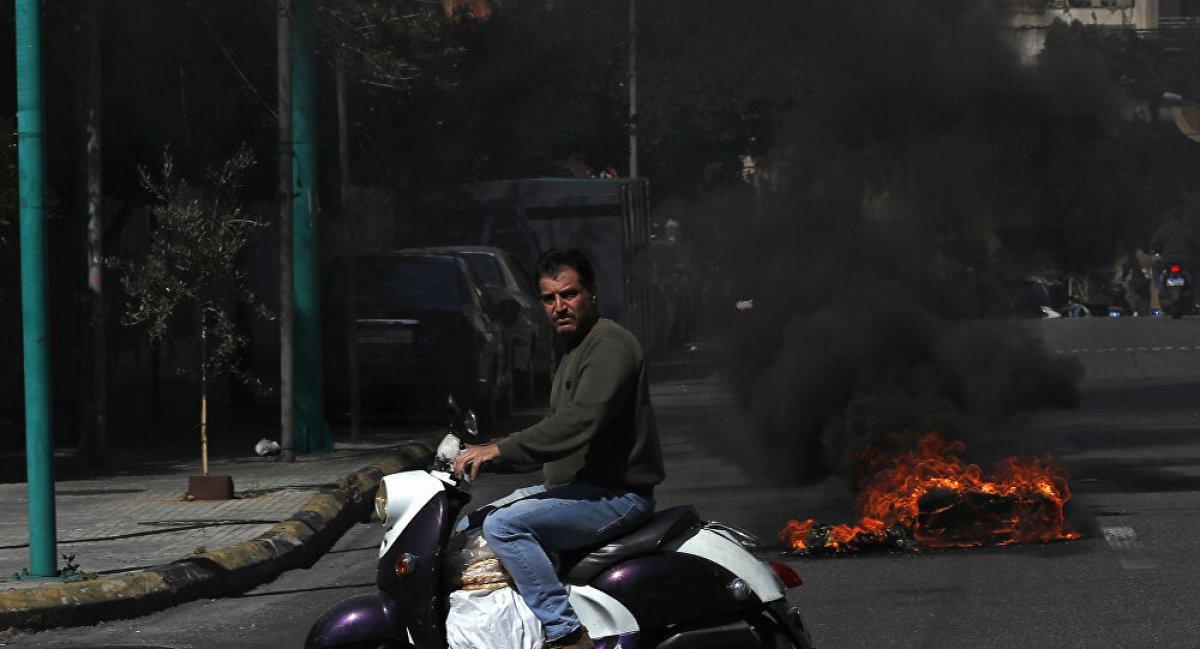 Lübnan da kötü yaşam koşullarını protesto eden halk ana yolları trafiğe kapadı #2