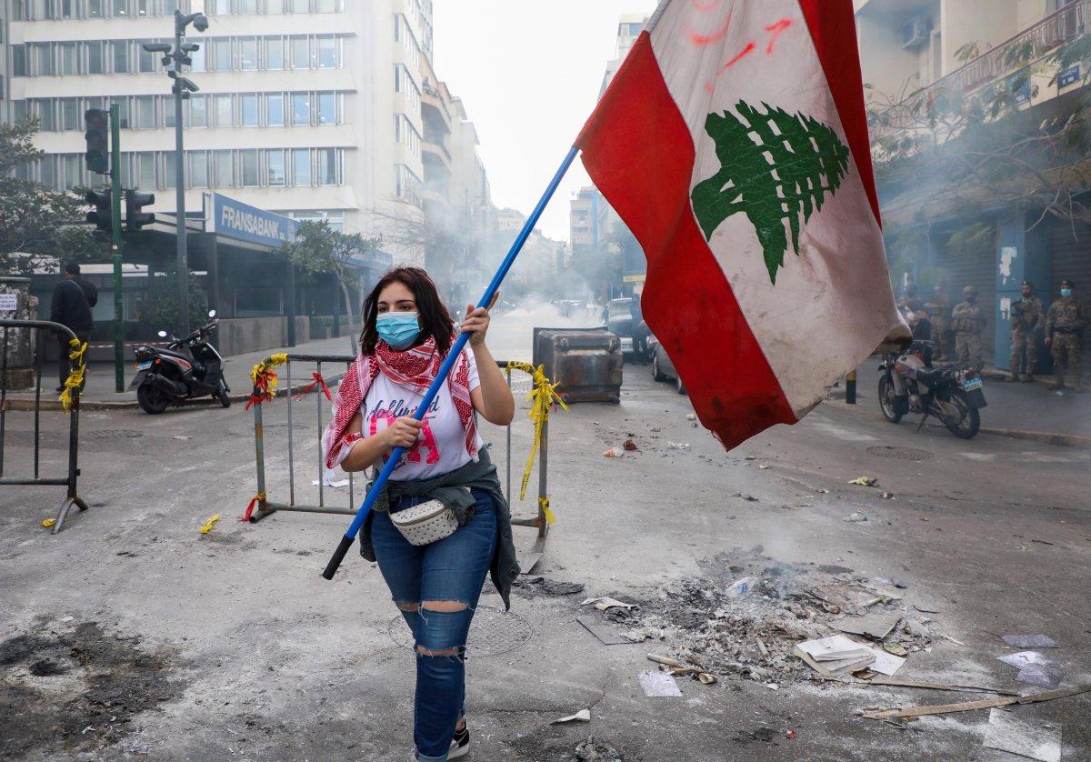 Lübnan da kötü yaşam koşullarını protesto eden halk ana yolları trafiğe kapadı #3