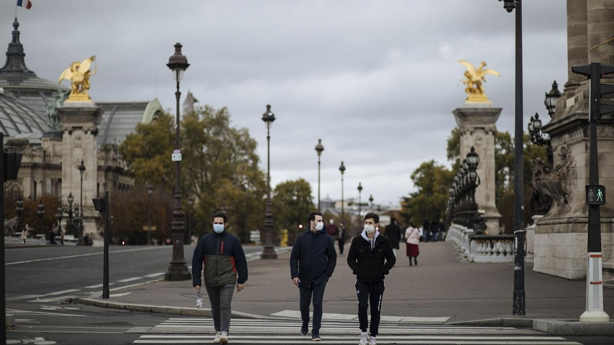 Fransa'da son 24 saatte 2 bin 320 yeni vaka #1