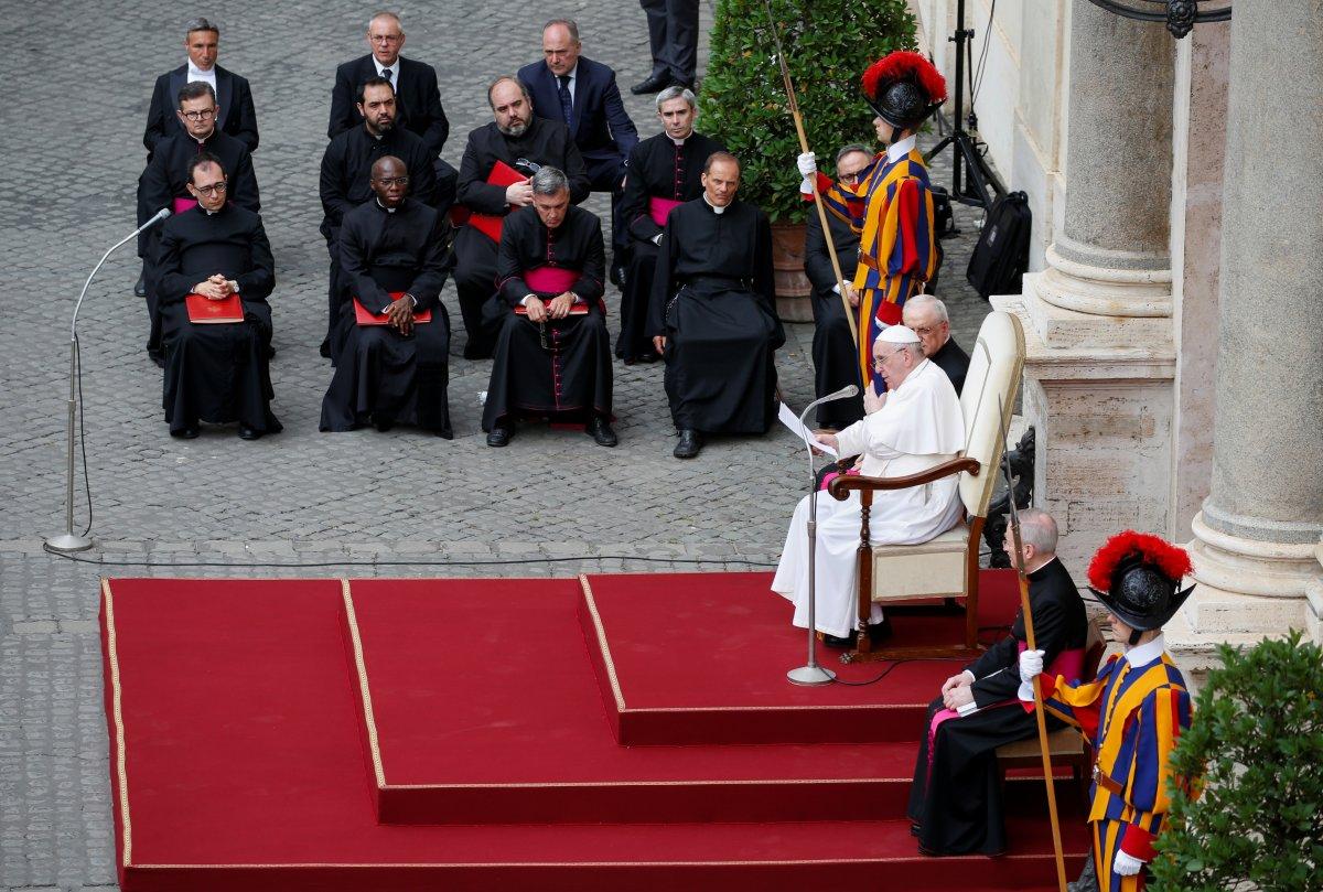 Örümcek Adam kostümüyle Papa nın konuşmasına katıldı #6