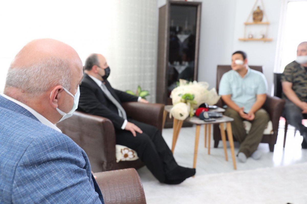 Mustafa Varank tan saldırıya uğrayan İHA muhabirine ziyaret #3